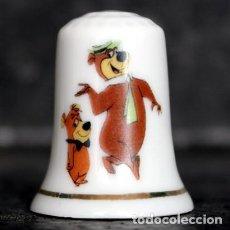 Coleccionismo de dedales: DEDAL PORCELANA - EL OSO YOGUI. Lote 251419805