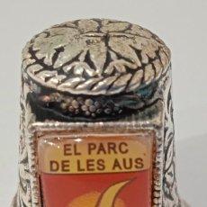 Coleccionismo de dedales: DEDAL METÁLICO DEL PARC DE LES AUS (VILASSAR DE MAR),NUEVO,EN MUY BUEN ESTADO. Lote 262463240