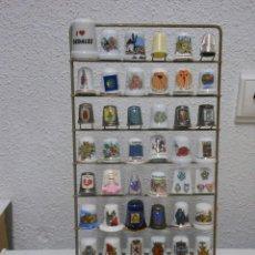 Coleccionismo de dedales: LOTAZO EXPOSITOR Y DEDALES. Lote 277300838