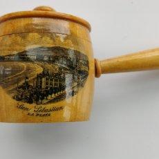 Coleccionismo de dedales: CAJITA CON DEDAL ANTIGUA RECUERDO DE SAN SEBASTIÁN. Lote 289575238
