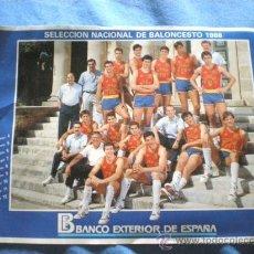 Coleccionismo deportivo: PEGATINA SELECCION ESPAÑOLA BALONCESTO 1988 (22,50 X 16,5) BANCO EXTERIOR DE ESPAÑA. Lote 20142085