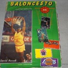 Coleccionismo deportivo: BALONCESTO 88 COMPLETO. J. MERCHANTE EDITOR. DE REGALO 1986 1987 CON 180 DE 207 CROMOS.. Lote 33818105