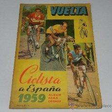 Coleccionismo deportivo: ALBUM VUELTA CICLISTA A ESPAÑA 1959 EDT FHER, CONTIENE 126 CROMOS DE 201, SEÑALES DE USO. Lote 37604742