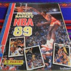 Coleccionismo deportivo: PANINI BASKET NBA 89 COMPLETO 292 CROMOS. REGALO BALONCESTO LIGA 89 CON PUNTOS CLUB CONVERSE.. Lote 65845994
