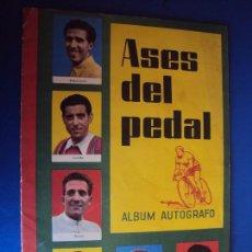 Coleccionismo deportivo: (AL-170405)CICLISMO - ASES DEL PEDAL 1959 - ALBUM AUTOGRAFO - VACIO + UN SOBRE + TRES CROMOS. Lote 82159636