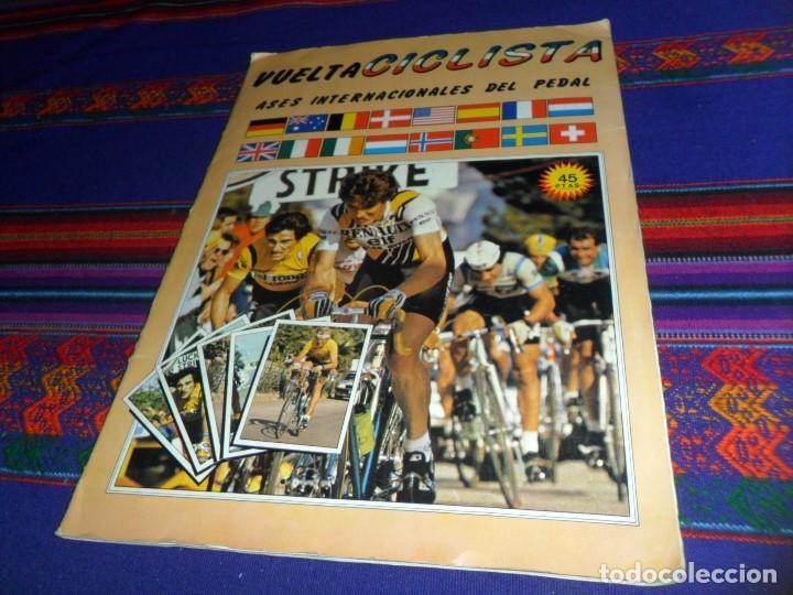 MUY BUEN ESTADO. VUELTA CICLISTA ASES INTERNACIONALES DEL PEDAL 1983 1984 COMPLETO. J. MERCHANTE. (Coleccionismo Deportivo - Álbumes otros Deportes)