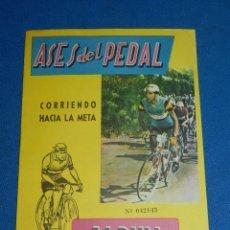 Coleccionismo deportivo: ALBUM CICLISMO - ASES DEL PEDAL , EXCLUSIVAS TRIUNFO, COMPLETO, IMPECABLE ESTADO CON SOBRE. Lote 116551415