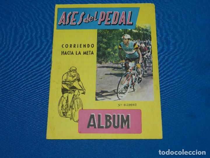 ALBUM ASES DEL PEDAL CORRIENDO HACIA LA META , EXCLUSIVAS TRIUNFO , FALTAN 28 CROMOS (Coleccionismo Deportivo - Álbumes otros Deportes)