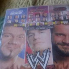 Coleccionismo deportivo: WWE LAMINCARDS PRESSING CATCH ÁLBUM CASI COMPLETO. AÑO 2007. Lote 275610868