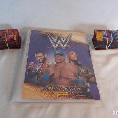 Coleccionismo deportivo: ÁLBUM DE LUCHA LIBRE WWE, ACTION CARDS, PANINI + UNAS 180 CARTAS. Lote 139617646