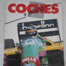 Coleccionismo deportivo: COCHES Y PILOTOS / MOTOS Y PILOTOS. ALBUM DE CROMOS DEL DIARIO AS. INCOMPLETO. CONTIENE 35 CROMOS.. Lote 166592826
