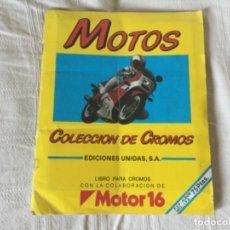 Coleccionismo deportivo: ÁLBUM MOTOS COMPLETO EN UN 95% EDICIONES UNIDAS COLABORACIÓN MOTOR 16. Lote 189619786