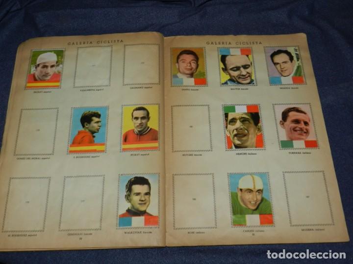 Coleccionismo deportivo: ALBUM VUELTA CICLISTA A ESPAÑA 1959 EDT FHER, CONTIENE 126 CROMOS DE 201, SEÑALES DE USO - Foto 10 - 216552988