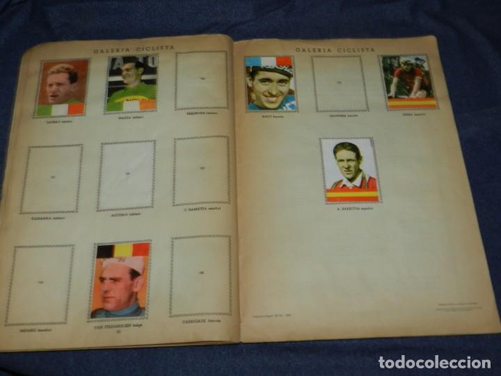 Coleccionismo deportivo: ALBUM VUELTA CICLISTA A ESPAÑA 1959 EDT FHER, CONTIENE 126 CROMOS DE 201, SEÑALES DE USO - Foto 11 - 216552988