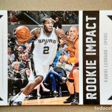 Coleccionismo deportivo: 2012-13 NBA HOOPS ROOKIE IMPACT KAWHI LEONARD ROOKIE CARD. Lote 218571637