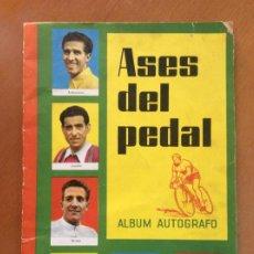 Coleccionismo deportivo: ÁLBUM ASES DEL PEDAL - ALBUM AUTÓGRAFO - 1960 - LEER DESCRIPCIÓN.. Lote 225754495