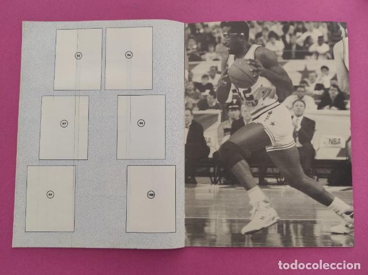Coleccionismo deportivo: COLECCION COMPLETA SIN PEGAR ALBUM VACIO 100 CROMOS GIGANTES BASKET MUNDIAL 1989 NBA JORDAN STICKERS - Foto 12 - 262929470