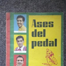 Coleccionismo deportivo: ÁLBUM CICLISMO ASES DEL PEDAL ÁLBUM AUTÓGRAFO 1960. COMPLETO A FALTA DE 2 CROMOS. Lote 267179539