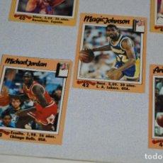 Coleccionismo deportivo: COMPLETO / LOS 100 GIGANTES DEL BASKET MUNDIAL - AÑOS 80 / CON MICHAEL JORDAN ¡MUY DIFÍCIL, MIRA!. Lote 273631913
