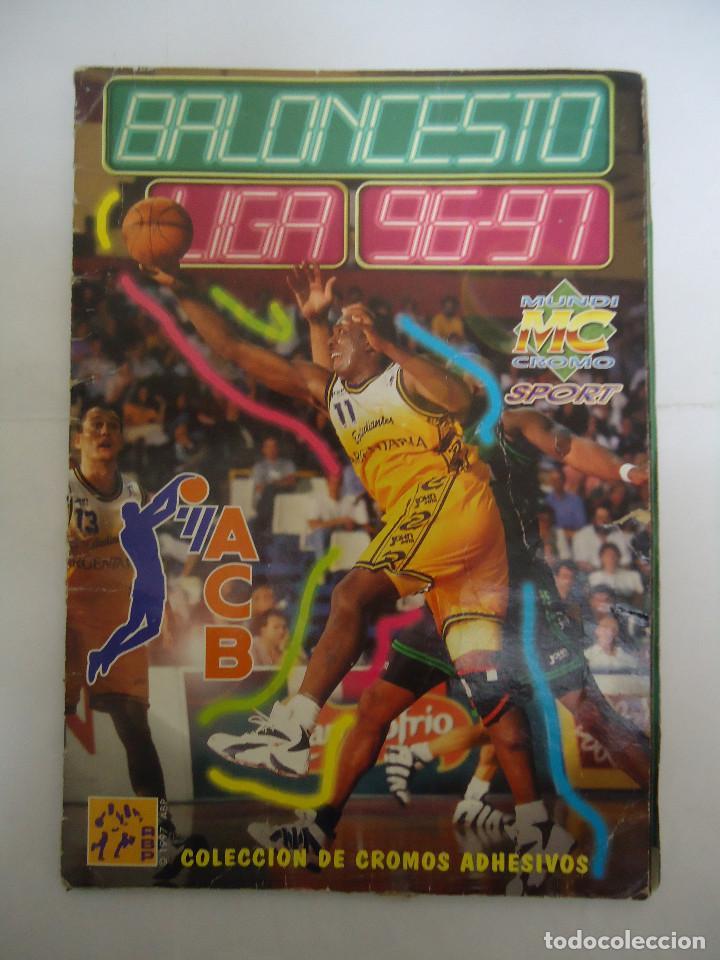 ALBUM DE CROMOS INCOMPLETO BALONCESTO LIGA 96 - 97. MUNDICROMO (Coleccionismo Deportivo - Álbumes otros Deportes)
