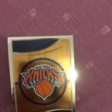 Coleccionismo deportivo: NBA PANINI 2015 2016 SIN PEGAR 2015 15 16 ESCUDO NEW YORK KNICKS NÚMERO 35. Lote 134894642