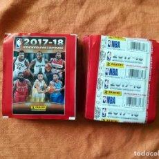 Coleccionismo deportivo: PANINI NBA 2017-18 50X SOBRES CROMOS NBA BASKETBALL 17-18. Lote 195347091