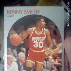 Coleccionismo deportivo: KENNY SMITH HOUSTON Nº 414 NBA 1990 HOOPS CROMO DETERIORADO LEER 9 X 6,5 CMS. Lote 191927368