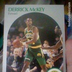 Coleccionismo deportivo: DERRICK MCKEY SEATTLE Nº 281 NBA 1990 HOOPS CROMO DETERIORADO LEER 9 X 6,5 CMS. Lote 191927717