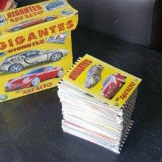 Coleccionismo deportivo: GRAN LOTE 253 CROMOS + CAJA / FICHAS DIFERENTES ÁLBUM GIGANTES DEL ASFALTO MUNDICROMO NUEVOS. Lote 205344886
