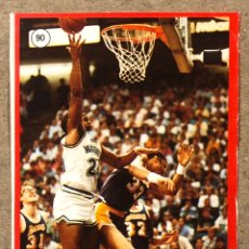 Coleccionismo deportivo: MARK AGUIRRE (DALLAS MAVERICKS ) N° 90 CROMO PEGATINA STICKER COLECCIÓN GIGANTES DEL BASKET 1987.. Lote 219625427