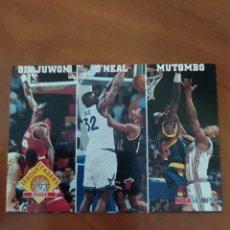 Coleccionismo deportivo: HAKEEM OLAJUWON SHAQUILLE O'NEAL DIKEMBE MUTOMBO 290 NBA HOOPS 1993-94. Lote 222661141