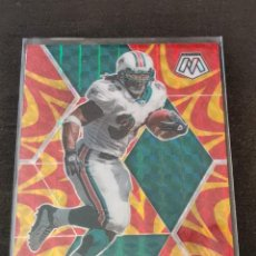 Coleccionismo deportivo: PANINI MOSAIC 2020 REACTIVE GOLD PRIZM #124 RICKY WILLIAMS MIAMI DOLPHINS NFL CARD. Lote 289555203