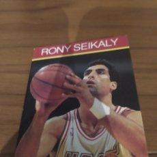 Coleccionismo deportivo: NBA HOOPS LIBRITO RONY SEIKALY 1990 RONY SEIKALY #11. Lote 295730458