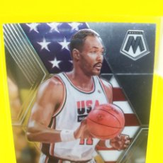 Coleccionismo deportivo: KARL MALONE 257 PANINI MOSAIC 2019-20 USA BASKETBALL. Lote 295808538