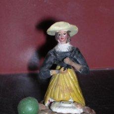 Figuras de Belén: FIGURA DE BELEN DE BARRO ANTIGUA, 8X7,5 CM.. Lote 16080419