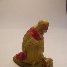 Figuras de Belén: ANTIGUA FIGURA DE BELEN (PESEBRE). REY ADORANDO.. Lote 16219472