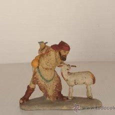 Figuras de Belén: FIGURA DE BELEN (O PESEBRE) EN BARRO (O TERRACOTA). PASTOR CON OVEJA.. Lote 24079624
