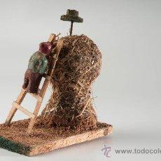 Figuras de Belén: ANTIGUA FIGURA DE BELÉN EN BARRO SUBIENDO AL PAJAR.. Lote 16268708
