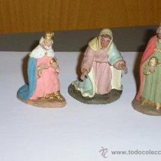 Figuras de Belén: TRES ANTIGUAS FIGURAS DE PESEBRE O BELEN DE TERRACOTA *AÑOS 40*. Lote 29735158