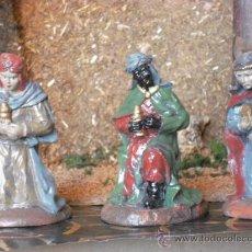 Figuras de Belén: FIGURAS DE NAVIDAD - LOS TRES REYES MAGOS ADORANDO AL NIÑO DIOS. Lote 29861953
