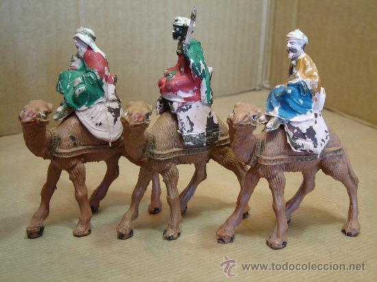 3 ANTIGUAS FIGURAS BELEN - REYES MAGOS CON CAMELLO - PLSTICO DURO AÑOS 70S (Coleccionismo - Figuras de Belén)
