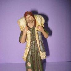 Figuras de Belén: ANTIGUA FIGURA DE BELEN EN TERRACOTA ARCILLA DE SERRANO MURCIA . AÑO 1950-60S.. Lote 33480616