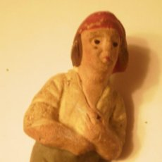 Figuras de Belén: FIGURA BELEN-PESEBRE PASTOR CATALAN PESCANDO ANTIGUO. Lote 34750601
