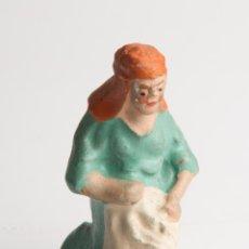 Figuras de Belén: FIGURA DE BELEN O PESEBRE EN TERRACOTA, MUJER LAVANDO ROPA. Lote 39765298
