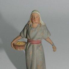 Figuras de Belén: ANTIGUA FIGURA DE BELEN - REALIZADA EN TERRACOTA POR CASTELLS - MIDE 8,5 CMS - AGUN LIGERO DESPERFEC. Lote 39985016