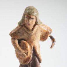 Figuras de Belén: FIGURA DE BELEN O PESEBRE EN TERRACOTA, MUJER CON PAN. Lote 40147439