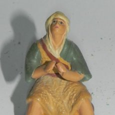 Figuras de Belén: ANTIGUA FIGURA DE BELEN DE BARRO, TIPO ROSES, ORTIGAS O CASTELLS, MIDE 6,5 CMS. DE ALTURA, ATENERSE . Lote 38287168