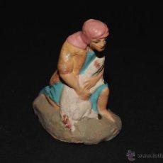 Figuras de Belén: FIGURA DE BELEN O PESEBRE EN TERRACOTA, PASTOR CON CORDERO. Lote 40864042