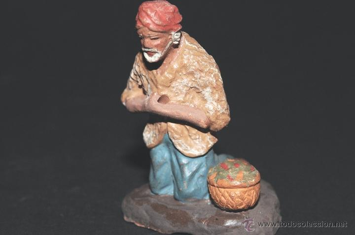 Figuras de Belén: FIGURA DE BELEN O PESEBRE EN TERRACOTA, PASTOR ARRODILLADO CON CESTA - Foto 4 - 40945230