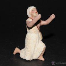 Figuras de Belén: FIGURA DE BELEN O PESEBRE EN TERRACOTA, PASTOR CON MORRAL ADORANDO. Lote 41042617